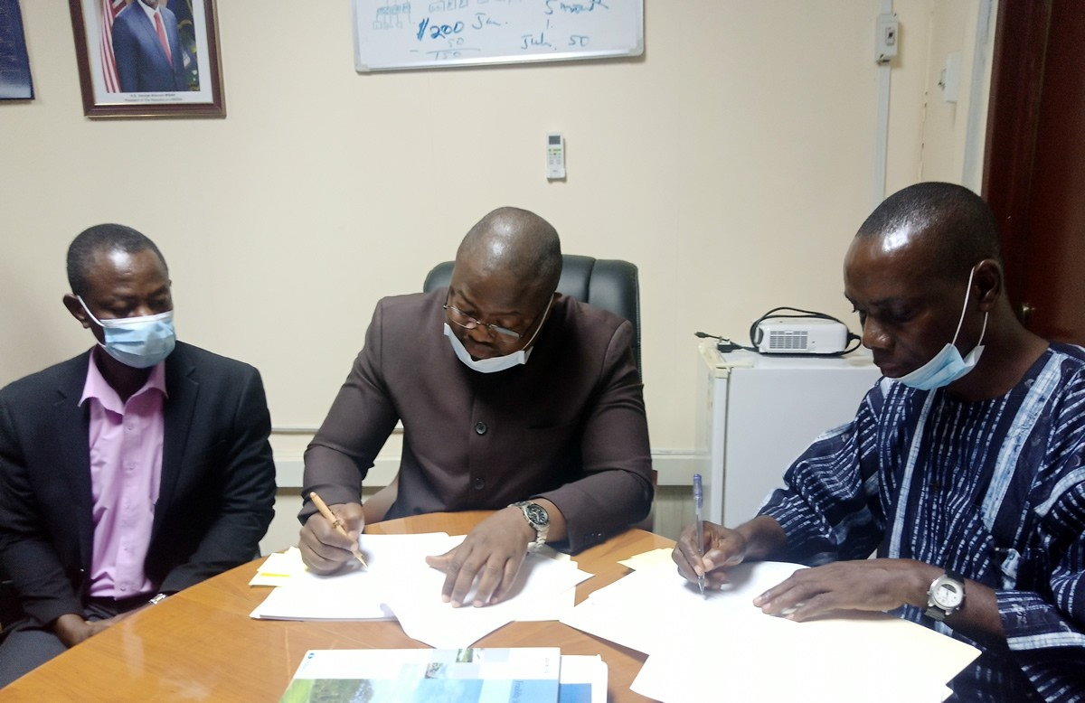 Deputy-Minister-for-Economic-Management-Augustus-J.-Flomo-and-Nathan-Associates-Mark-sign-the-grant